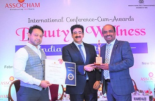Mr. Rajesh Kumar, Managing Director, Sami Direct, receiving the 'Best Personal Care Product of the Year 2020' for premium beauty product - Johara® Turmeric Bath Soap from Mr. Sandeep Marwah, Chancellor, AAFT University of Media & Art and Dr. Neh Srivastava, Under Secretary, Ministry of Home Affairs, Govt. of India.